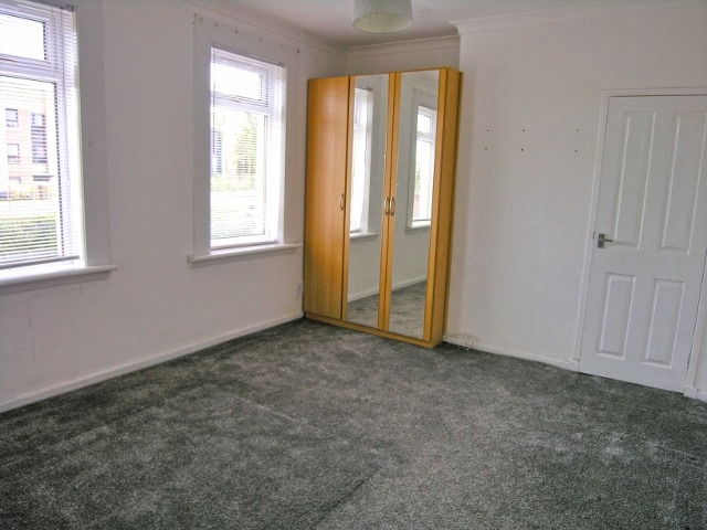 bedroom one (640x480)